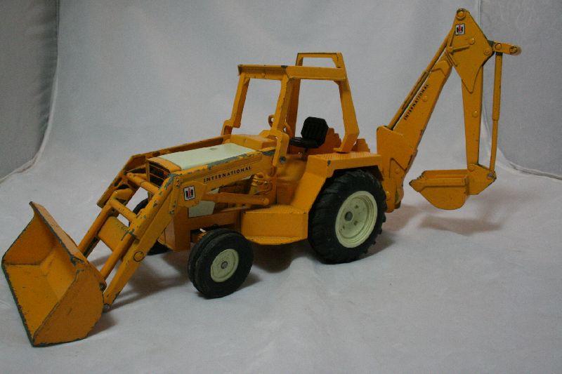 Ertl International Harvester Loader & Backhoe Tractor